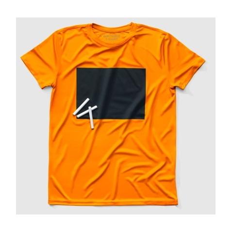 Sportiniai marškinėliai užrašomi kreidele